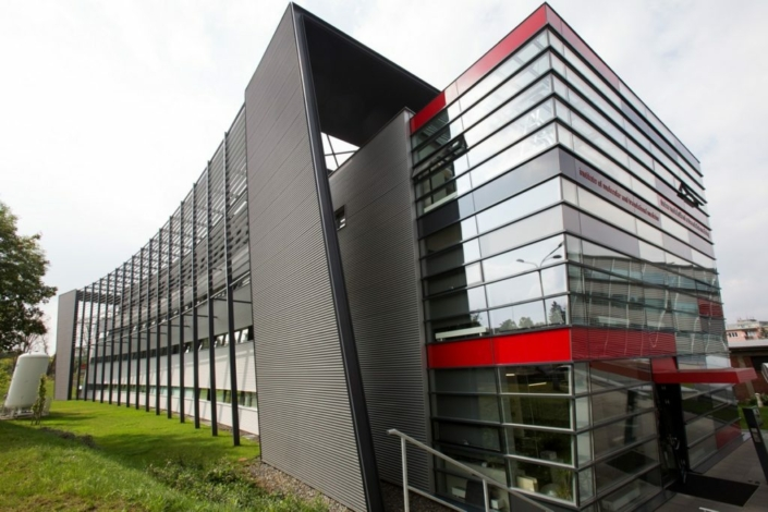 obchodno administrativna budova