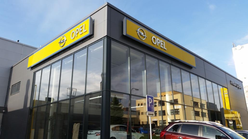 hala pre predaj automobilov (2)