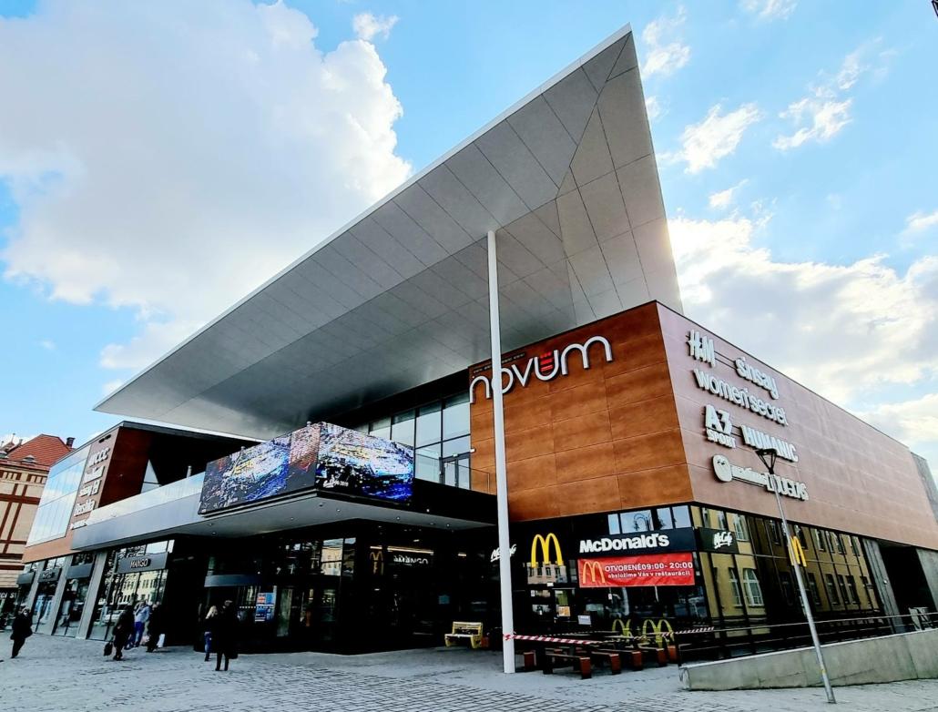 odvetrana fasada na nakupnom centre